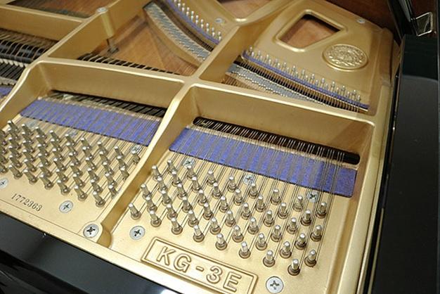 khung kim loai bang gan cua dan grand piano kawai kg-3e