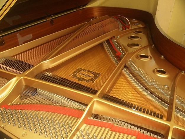 khung kim loai dan grand piano yamaha c7b