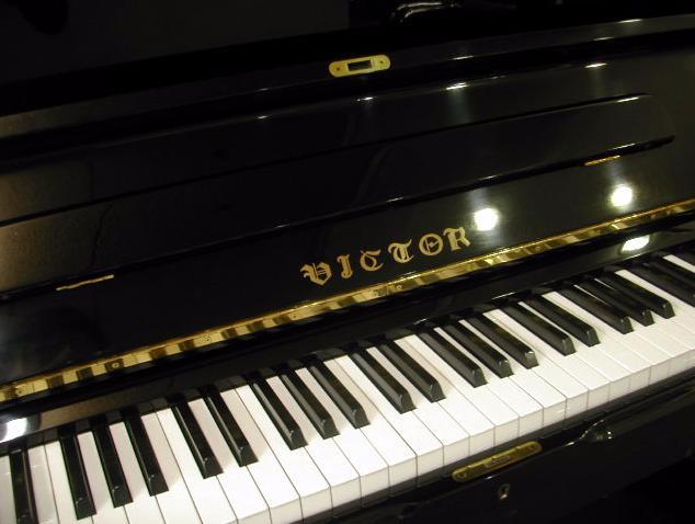 piano Victor V105M
