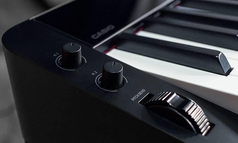 Casio PX-S3000 tích hợp cả núm xoay và bánh xe pitch bend