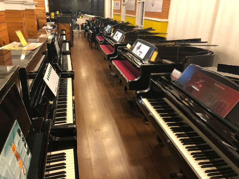 cửa hàng bán đàn piano