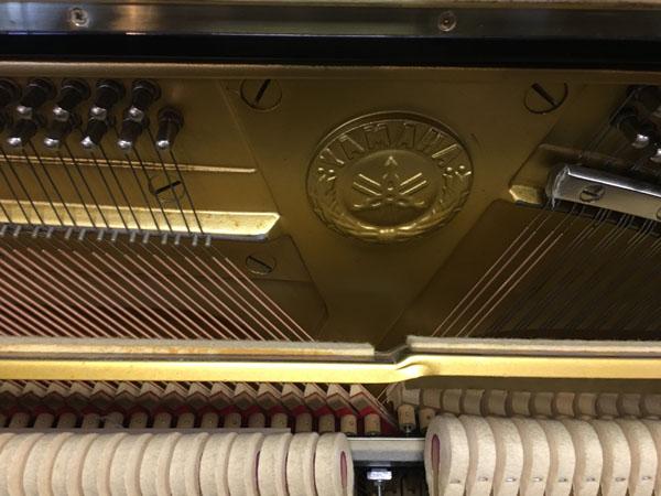 Búa đàn piano Yamaha UX1