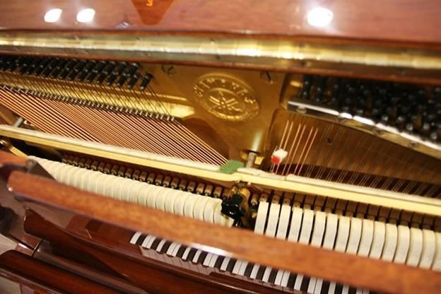 day dan piano yamaha w106