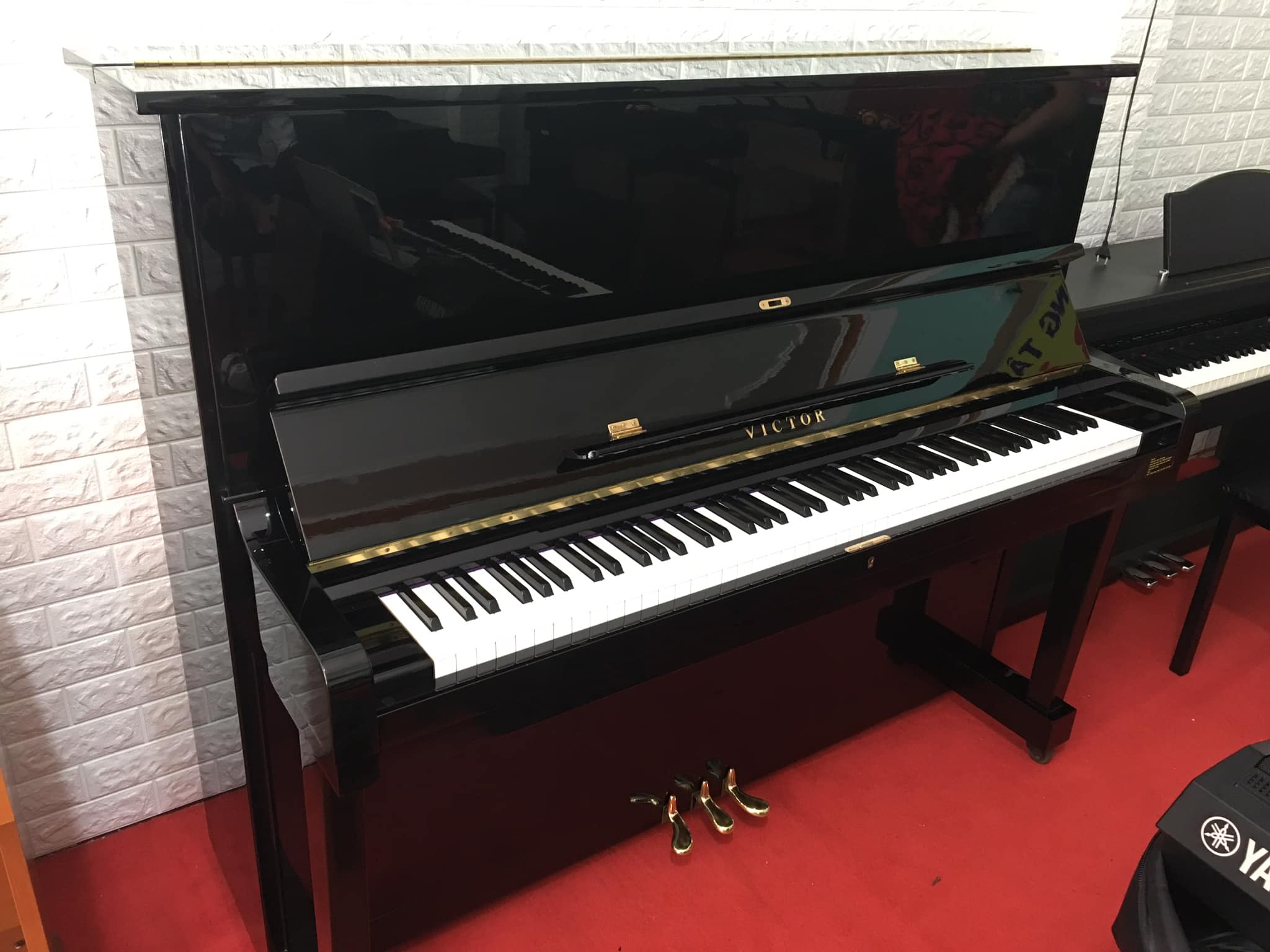 Đàn Piano Victor V107B
