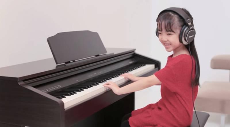 dan-piano-dien-rp-30-co-thuc-su-phu-hop-cho-tre-