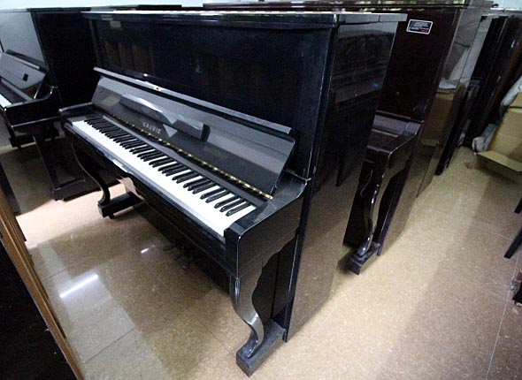 piano Laurie UL30