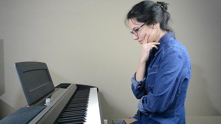 cam thay nan chi khi hoc piano