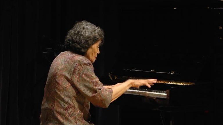 nguoi lon hoc piano