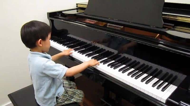 hoc piano bao nhieu tien