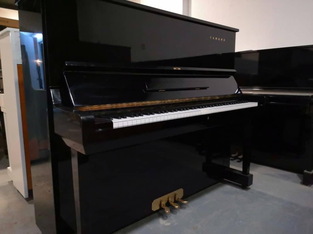 Đàn piano Yamaha U3D