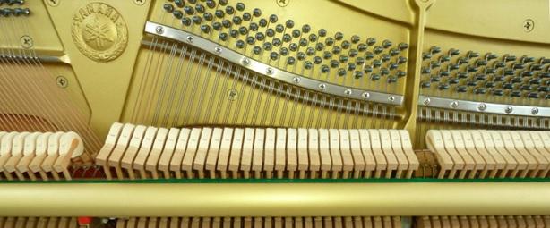 khung kim loai dan piano yamaha u10bl