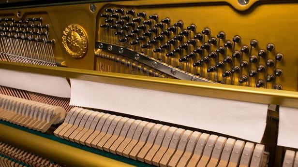 bua dan piano yamaha u2e