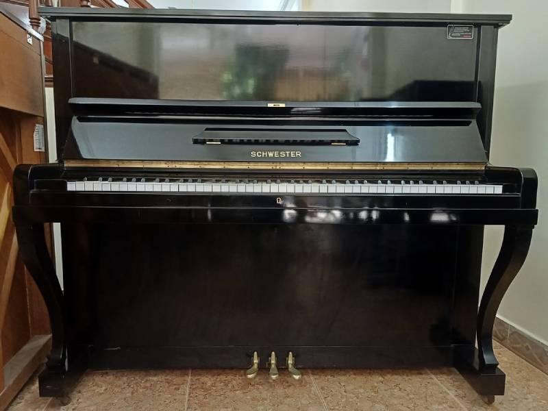 piano Schwester