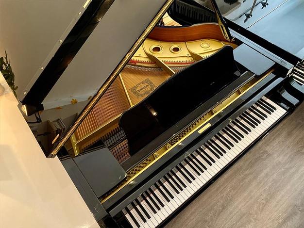 khung kim loai piano yamaha c5e